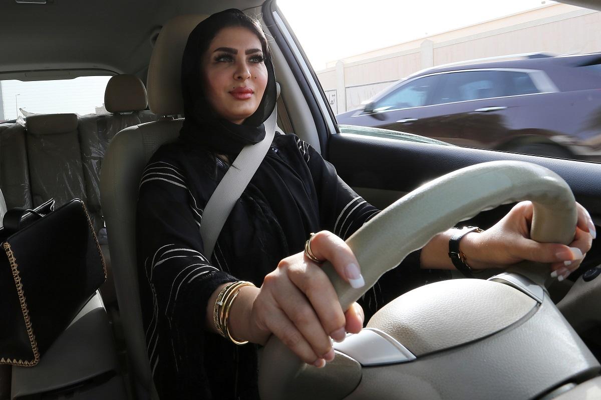 Saudo Arabija toliau švelnina griežtas taisykles moterims