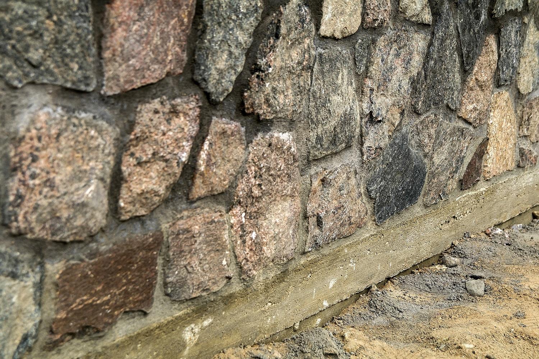 Sodybų mados: skelto akmens fenomenas