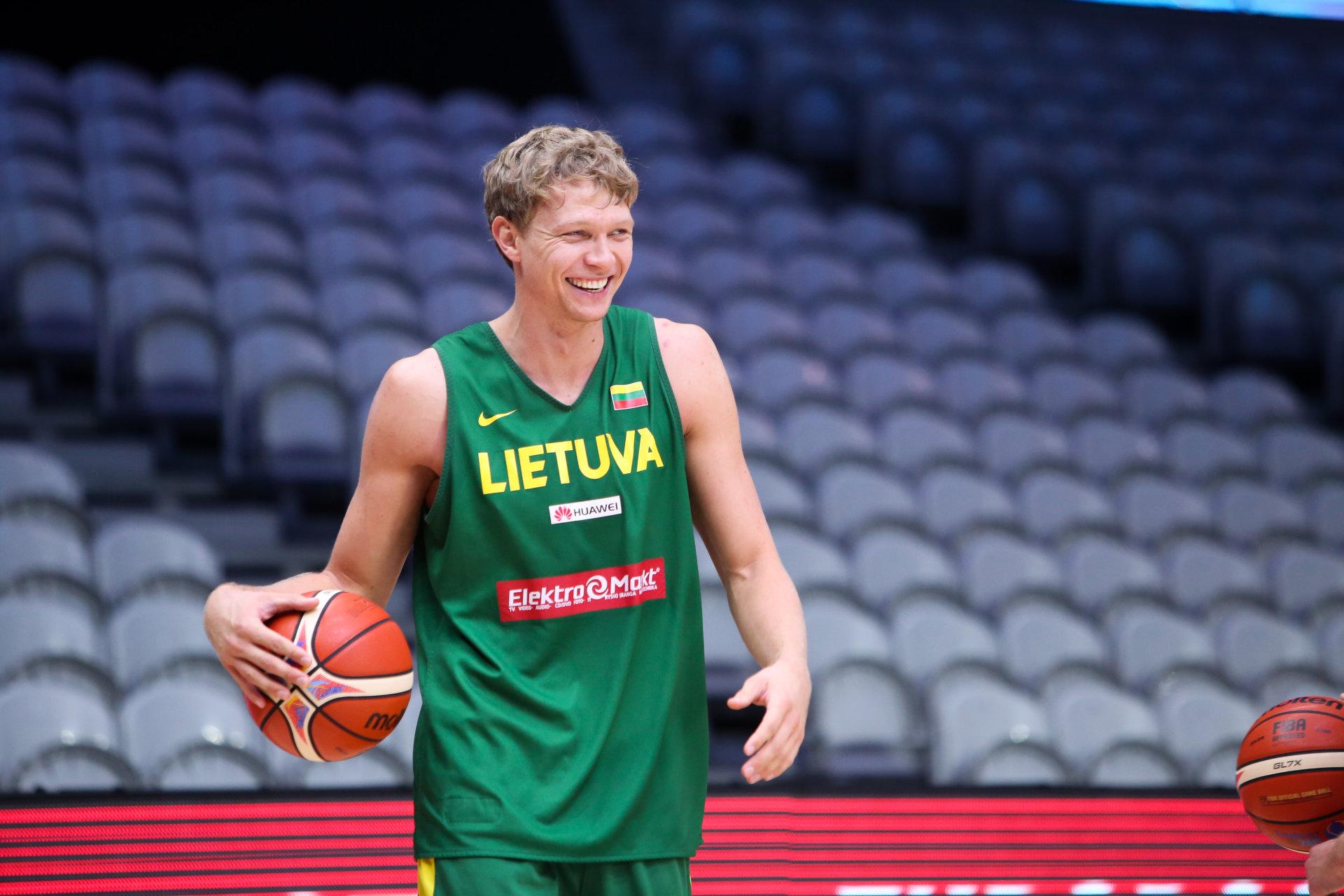 Pažintis su krepšininku M.Kuzminsku – apie rinktinės skonį ir savo kulinarinį talentą