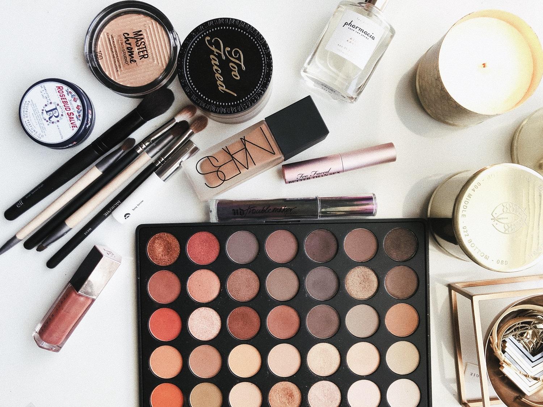 Trys patarimai, kokią kosmetiką geriau mesti į šiukšlių dėžę