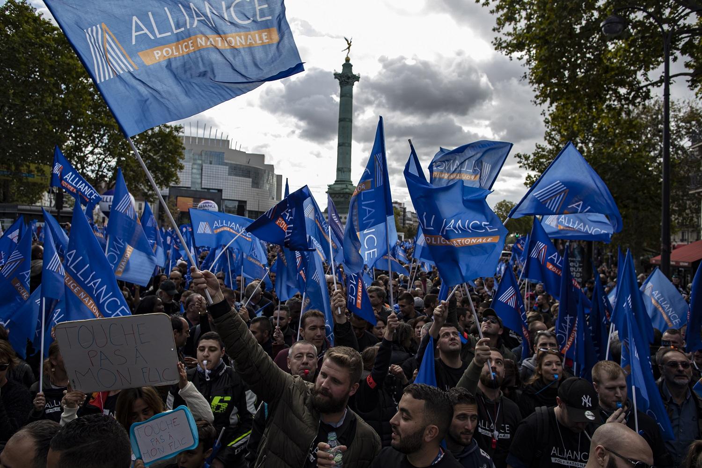 Tūkstančiai Prancūzijos policininkų išėjo į gatves, reikalaudami geresnių darbo sąlygų