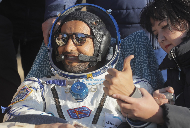 Į žemę grįžo pirmasis Jungtinių Arabų Emyratų astronautas