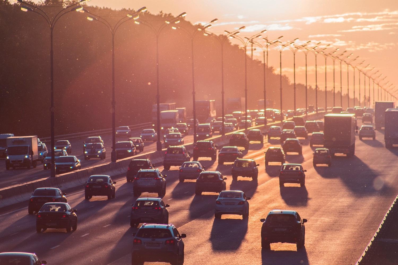 Prezidentūra neigiamai vertina automobilių taršos mokestį: pirmiau nori apmokestinti prabangias transporto priemones