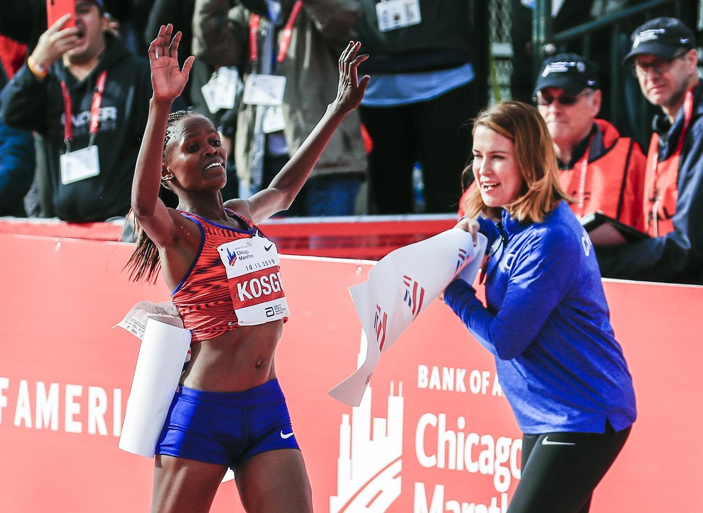 Kenijos bėgikė B.Kosgei pagerino pasaulio maratono rekordą