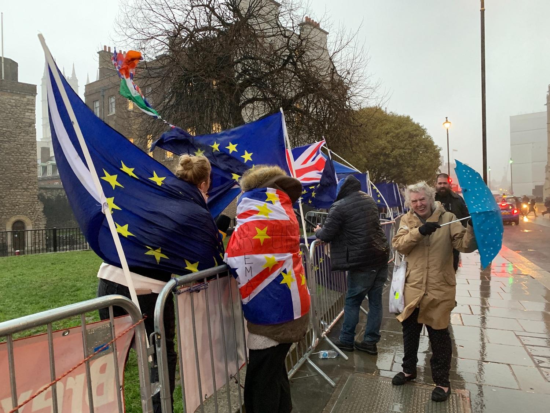 """Didžiosios Britanijos parlamentas dėl """"Brexito"""" pirmą kartą per 37 metus į posėdį rinksis šeštadienį"""