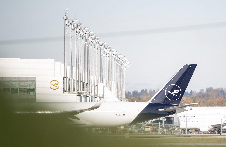 """""""Lufthansa"""" skrydžių palydovų streikas: per dvi dienas atšaukta per tūkstantį skrydžių"""