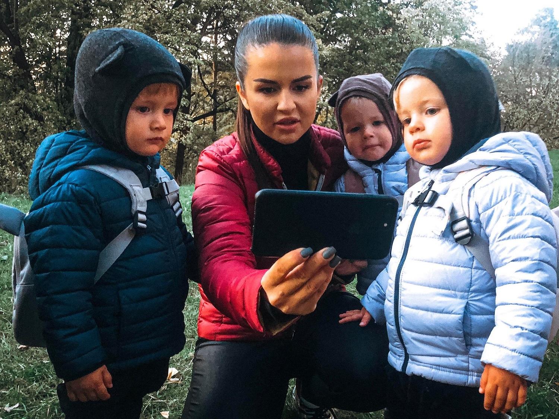Žinomos mamos primena: nuo ligų vaikus gali apsaugoti vos vienas judesys