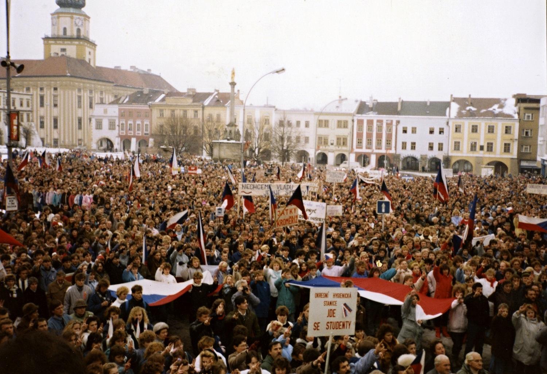 Savaitės kalendorius: aksominė revoliucija, V. Kudirkos mirtis ir kiti svarbūs įvykiai