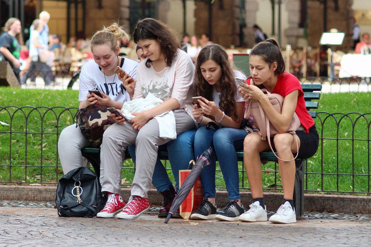 Socialiniai įgūdžiai ar socialiniai tinklai: kur pranašesnė jaunoji Z karta?