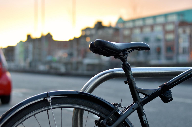 4 patarimai, kaip saugiai važinėti dviračiu žiemą