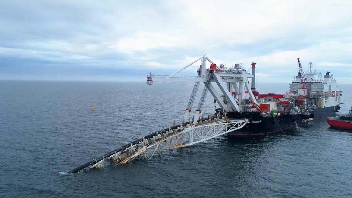 """Nepaisant JAV sankcijų, Rusija sako galinti pati užbaigti """"Nord Stream 2"""""""