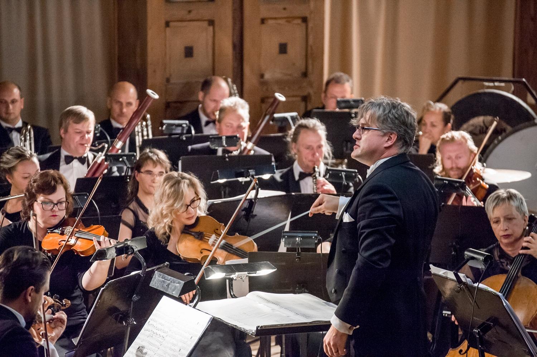 Muzikinio teatro istorija atsispindės žinomų operų uvertiūrose