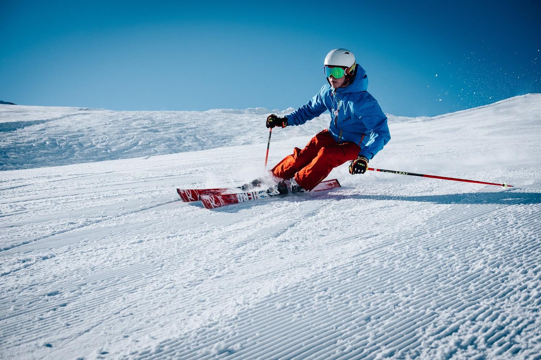 3 patarimai, kaip išvengti traumų slidinėjant