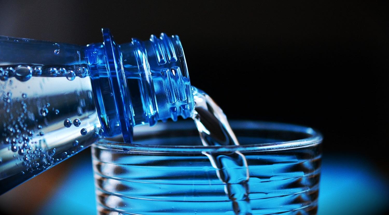 Nuo veido kaukių iki šaltibarščių: 4 netikėti mineralinio vandens panaudojimo būdai