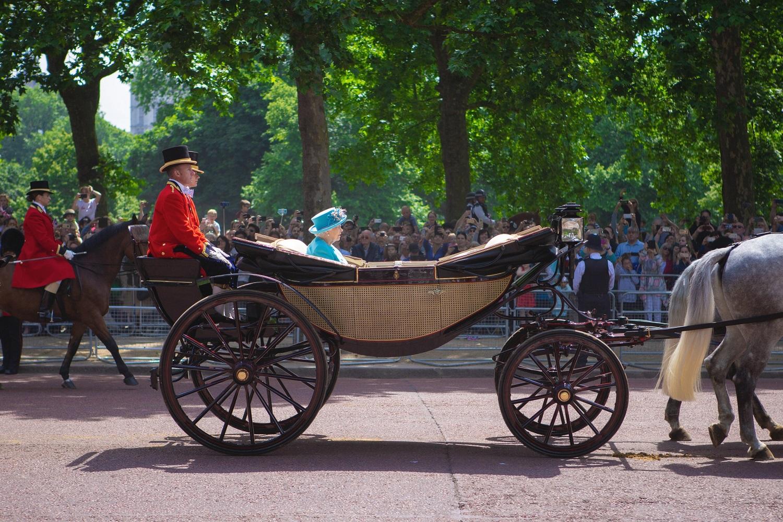"""Karalienė Elžbieta II pasirašė """"Brexito"""" įstatymą"""