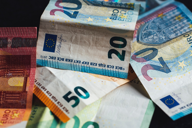 Apklausa: atlyginimus dešimtadaliu šiemet planuoja didinti 3 proc. įmonių vadovų
