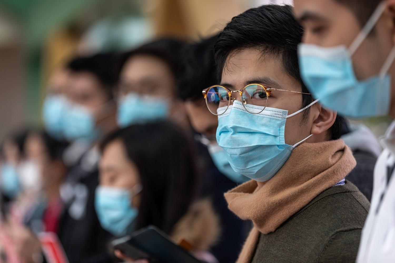 Koronaviruso aukų skaičius auga kaip ant mielių, daugėja ir užsikrėtusiųjų
