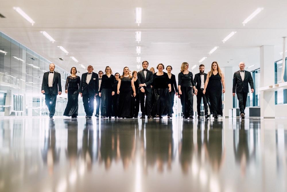 Paskanauti jautienos kepsnio ir gardaus šokoladinio torto: Šv. Kristoforo kamerinio orkestro nariai žengia į scenos vidurį