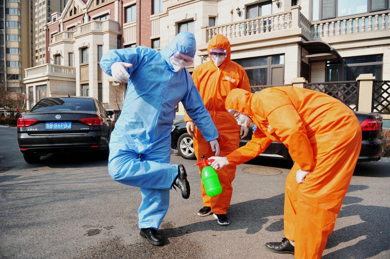 Koronaviruso aukų skaičius perkopė 420, užfiksuota antroji mirtis už Kinijos ribų