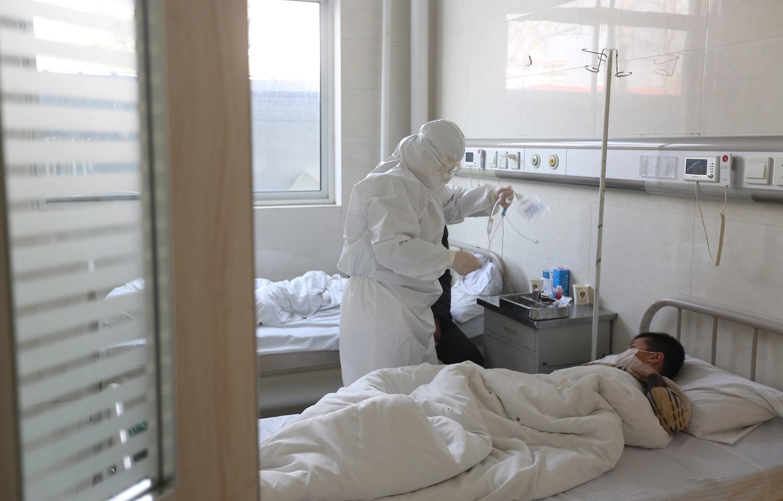 Nuo koronaviruso mirusių ir juo užsikrėtusių žmonių skaičius Kinijoje staigiai šovė į viršų