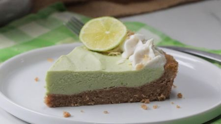 Netradicinė deserto variacija – kokosų ir žaliųjų citrinų pyragas (video)