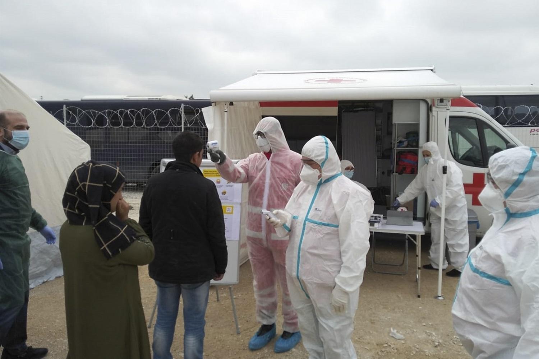 Graikija dėl koronaviruso ribos judėjimą migrantų stovyklose
