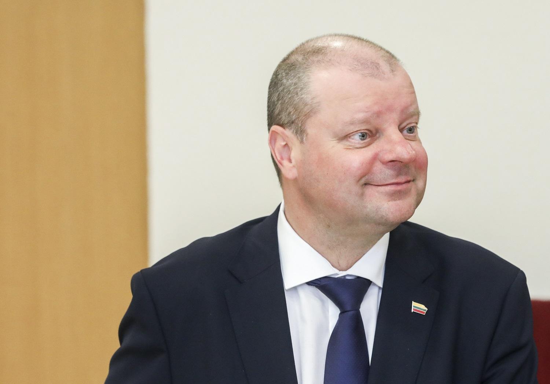 S. Skvernelis: Lietuvą pasieks 200 tūkst. respiratorių ir 33 tūkst. apsauginių akinių