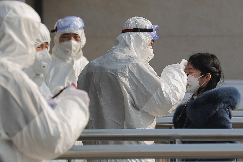 Keičiasi koronaviruso atvejo vertinimas: bus tiriami visi, kam pasireiškia simptomai