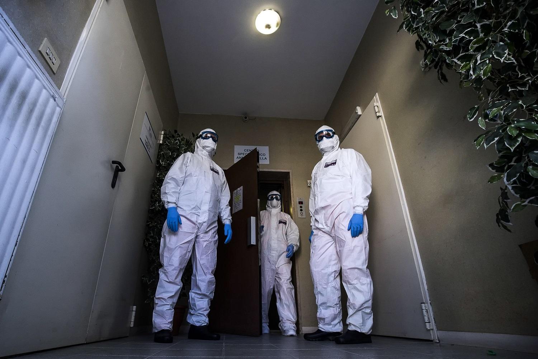 Užsikrėtimo koronavirusu atvejų skaičius perkopė milijoną, izoliuota pusė žmonijos