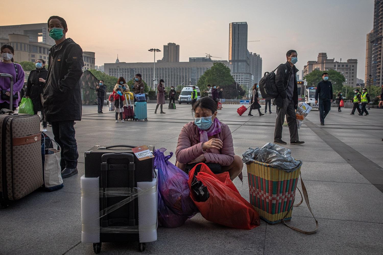 76 dienų pragaras baigėsi: pirminis pandemijos židinys vėl stojasi ant kojų