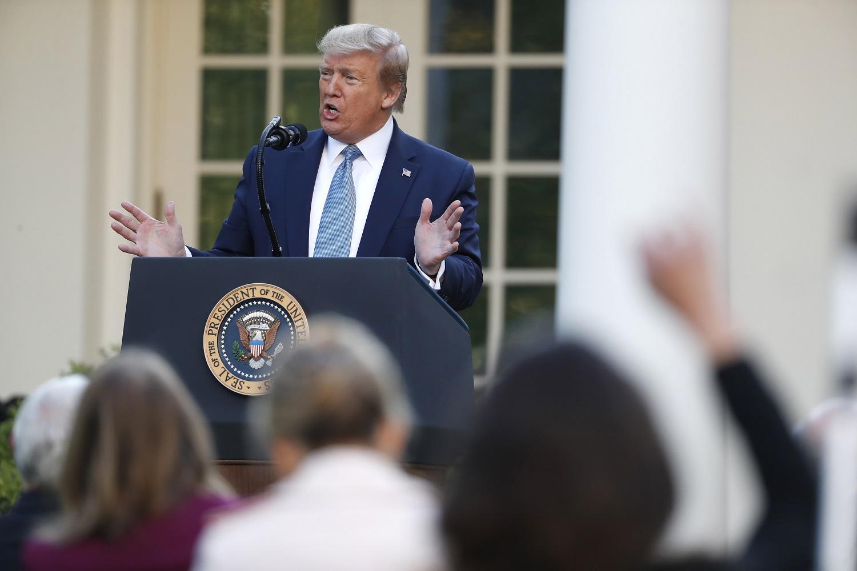 Dar kartą mirčių rekordą užfiksavusios JAV prezidentas D. Trumpas: COVID-19 pikas jau praėjo