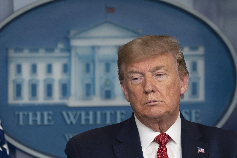 Dar vienas mirčių dėl koronaviruso rekordas JAV, amerikiečiai žeria kritiką D. Trumpui