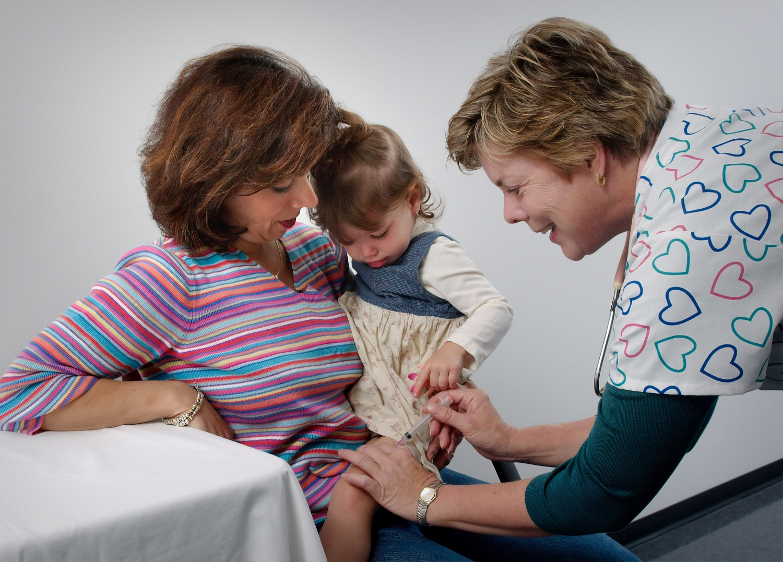 Gydytoja pataria: ką svarbu žinoti tėvams apie skiepus karantino metu