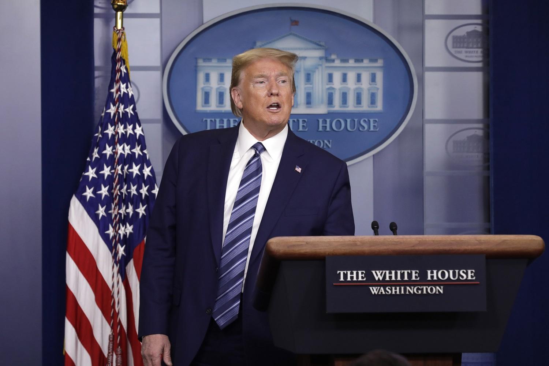 D. Trumpas: imigracijos į JAV sustabdymas galios mažiausiai 60 dienų