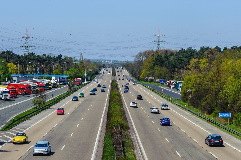 Ekonomistas: kuro kaina Lietuvoje turėtų dar kristi