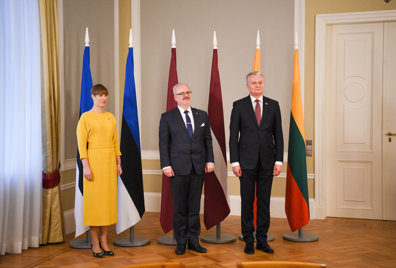 Trijų Baltijos šalių prezidentai: griežtai atmetame pastangas vėl dalinti Europą į įtakos sferas