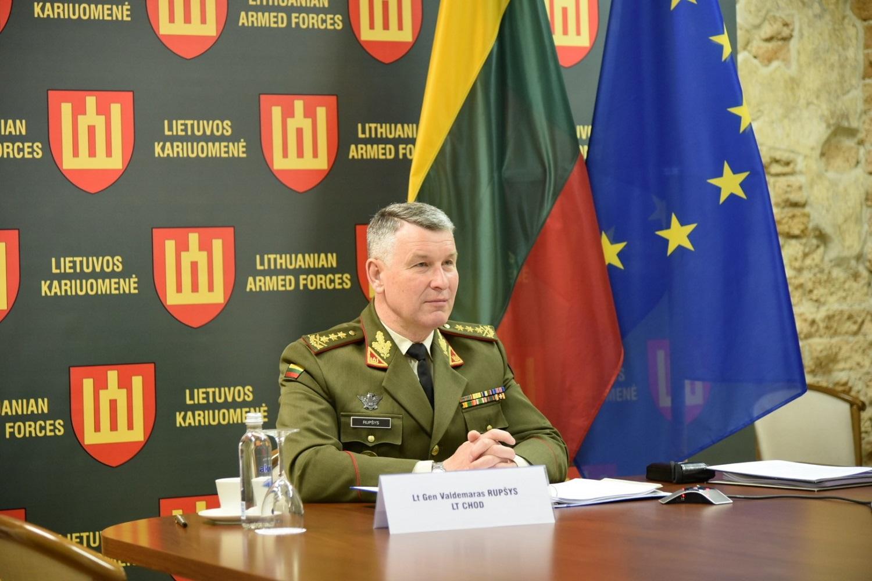 Lietuvos kariuomenės vadas: būtina dėti pastangas užkirsti kelią sveikatos krizei virsti saugumo krize