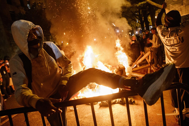 JAV tęsiasi protestai dėl afroamerikiečio G. Floydo mirties
