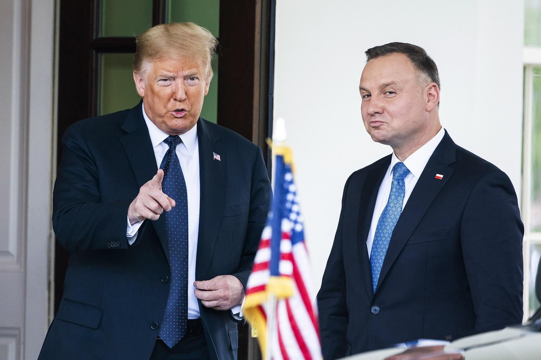D. Trumpas po susitikimo su A. Duda paskelbė apie sprendimą perkelti dalį JAV karių iš Vokietijos į Lenkiją