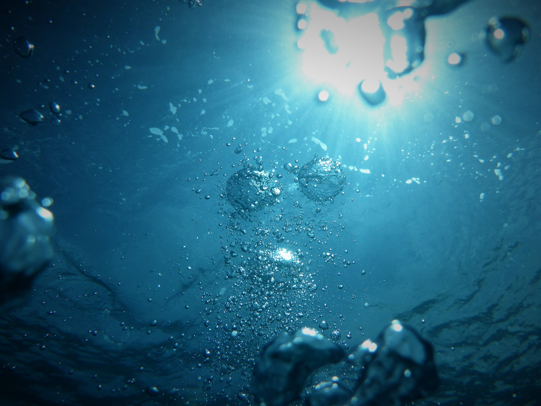 Kokiu vandeniu geriausia malšinti troškulį?