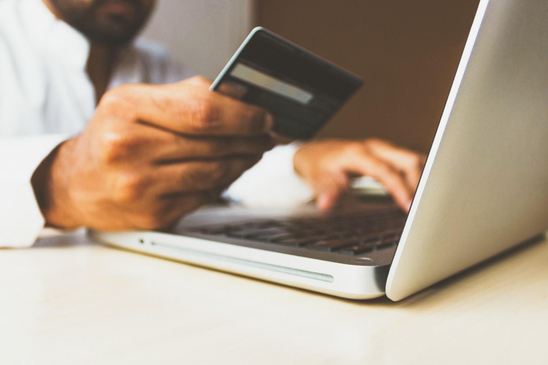Nauja atsiskaitymo galimybių banga: kada atsisveikinsime su mokėjimo kortelėmis?