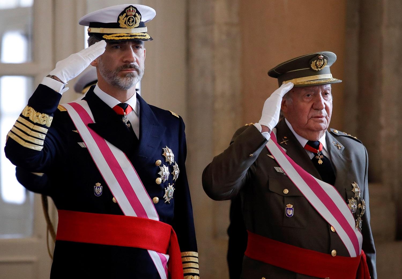 Korupcija įtariamas buvęs Ispanijos karalius Juanas Carlosas palieka šalį
