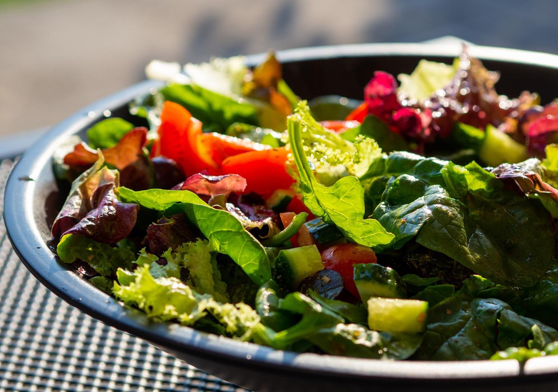 Salotų gaminimo paslaptys: 4 itin paprasti padažų receptai
