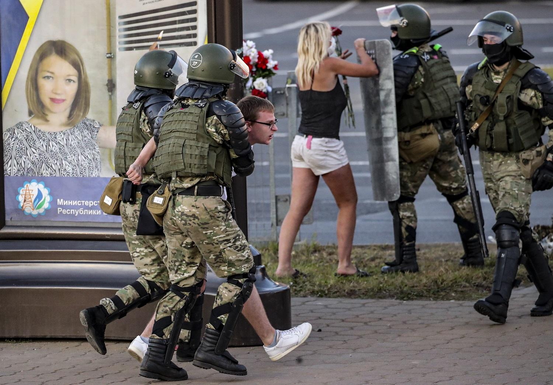 Baltarusijoje trečią naktį iš eilės tęsėsi protestai: milicija naudojo dar daugiau jėgos
