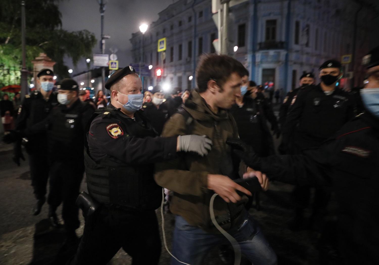 Nepaisydami milicijos smurto, baltarusiai tęsė protestus prieš A. Lukašenką