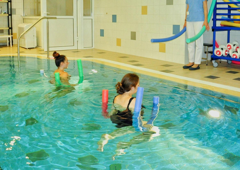 Nėščiųjų mankšta baseine: kada išsigelbėjimas, o kada sportuoti vandenyje nepatartina
