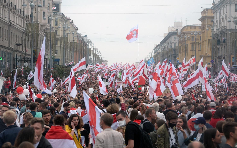 Protestai Baltarusijoje: A. Lukašenka atskrido su automatu rankose, protestuotojus išvadino žiurkėmis