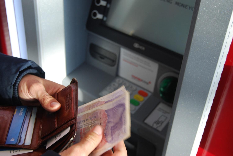 Pasikeitus bankinei veiklai, naujas aplinkybes išnaudoja sukčiai: kaip jų išvengti?