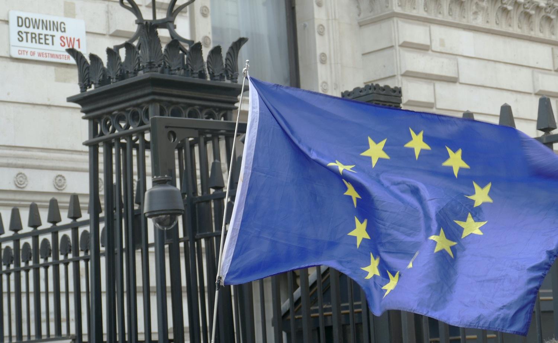 """ES pasipiktinimas – nė motais: Jungtinės Karalystės parlamentarai patvirtino naują """"Brexito"""" įstatymą"""