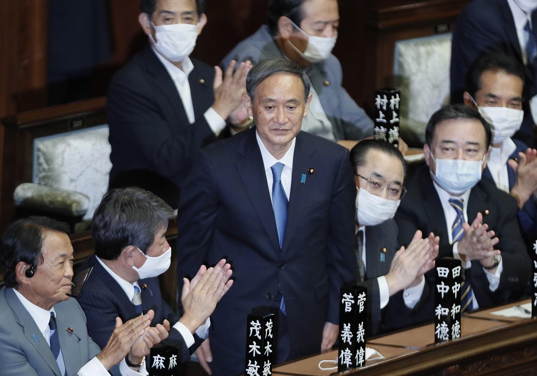 Japonijos parlamentas patvirtino Yoshihide Sugą naujuoju šalies premjeru